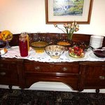 The breakfast starters: juices, fruits, cheeses, etc