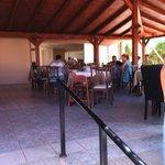 Restaurant 3 partie 1couverte 1 semi couverte et 1 en tonelle peu bruyant et personel attentif