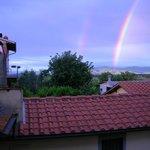 il tetto dell' appartamento con l'arcobaleno