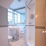 Ensuite bathroom at the Innkeeper's Lodge Aylesbury (South) Weston Turville