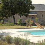La Grange rénovée vue de la piscine