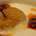 Capricho vasco (manzana con cuajada, nueces y miel)