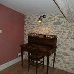 coin bureau - bedroom : desk -