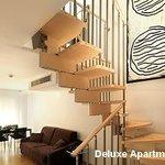 Salon Comedor y escaleras Apartamentos Deluxe Playafels