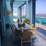 penthouse comedor vidriado frente al mar