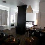 """La habitacion tiene todo: cama comoda, dos aires, mucha luz LCD 36"""""""