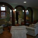 Notre coté salon où il est possible de prendre un apéritif, un café ou un digestif ...