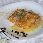 Φέτα τηγανιτή με μέλι και σουσάμι