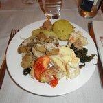 Plato con comida variada