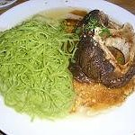 Ossobuco con Linguine Verdi: Ossobuco, salsa de carne y tomate con cítricos, pimienta negra, per