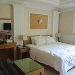 私が宿泊したのは白を基調にしてました。他にも伝統的な部屋もあるそうです。