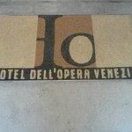 Welcome Mat, Hotel dell'Opera