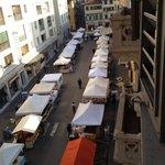 Feira na rua do hotel, grande variedade de produtos deliciosos!!