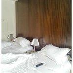duas camas como pedi, mas o abat-jour do meio, lâmpada queimada