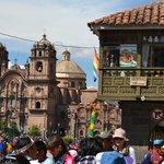 Armas De Plaza Cusco 3