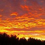 Uno dei tramonti fotografati dal villaggio Europa