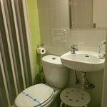 Salle de bain dans la chambre 817