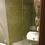 バスルーム。狭いです