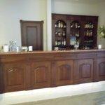 De bar in de lobby van het hotel.