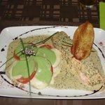 Saumon poché,crème de thym, blinis tomate/mozza/basilic