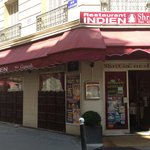 Shri Ganesh Façade rue Laugier et entrée du restaurant