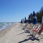 La spiaggia attrezzata del camping Mondial