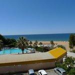 vue plage et piscine