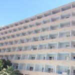 Edificio Hotel Mont Park, visto desde la piscina
