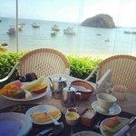 vista ao tomar o café da manhã