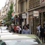 Rue de Seine street scene adjacent to hotel.