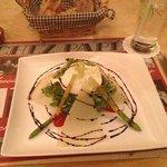 oeufs pochés, asperges et parmesan