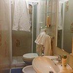 bagno camera 103 - disordinato da noi :)