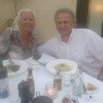 Op het buitenterras met mijn man Rene
