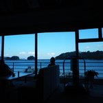 喫茶フロアから鳥羽湾を望む