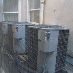 Ventana a los compresores de aire acond.