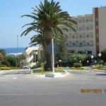 hotellets framsida mot vägen