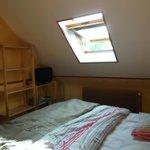 petite chambre avec TV