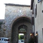 La porta di Montefollonico