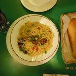 ガーリック・スパゲティ、パンが付いていました。