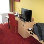 Espace bureau et écran plat (France 24 disponible)