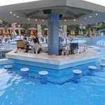 Il bar in piscina (The pools area bar)