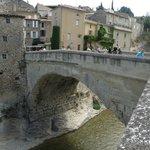 Pont romain entre les deux parties de Vaison-la-Romaine
