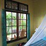 großes Fenster zur Terrasse