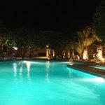 piscine de l'hôtel la nuit