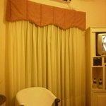 habitación, ventana a la calle (muy tranquila) Cambien la TV