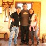 No interior do restaurante, na porta de entrada com o gente boa e filho do dono, Rodrifo Balfago