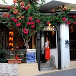 mythos cafe-bar