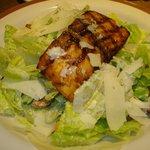 Salmão e caesar salad