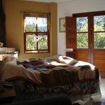 quartos bem decorados e espaçosos