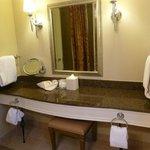 Corner King Bathroom Counter
